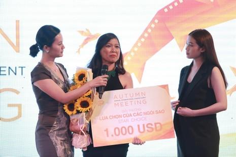 Diễn viên 'Tôi thấy hoa vàng... ' khóc trên sân khấu - ảnh 1
