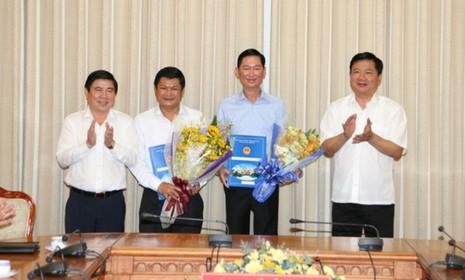 Trao quyết định phê chuẩn bầu 2 phó chủ tịch UBND TP.HCM - ảnh 1