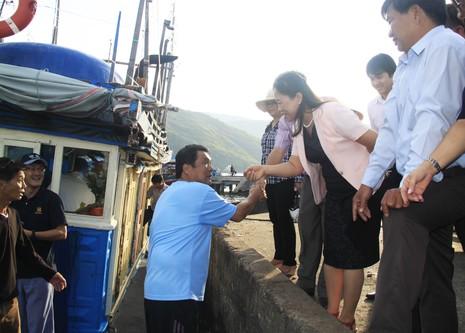 Bốn chuyên gia Nhật cùng ngư dân ra khơi đánh bắt cá ngừ đại dương - ảnh 1