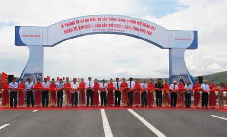Thông xe quốc lộ 1 mở rộng đoạn qua Phú Yên sớm ba tháng - ảnh 1