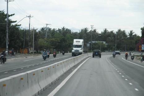 Người dân Khánh Hòa bức xúc với dự án mở rộng quốc lộ 1 - ảnh 1
