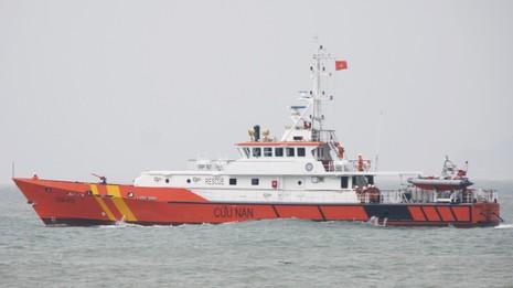 Tàu cứu nạn ra khơi cứu ngư dân bị bệnh nặng - ảnh 1