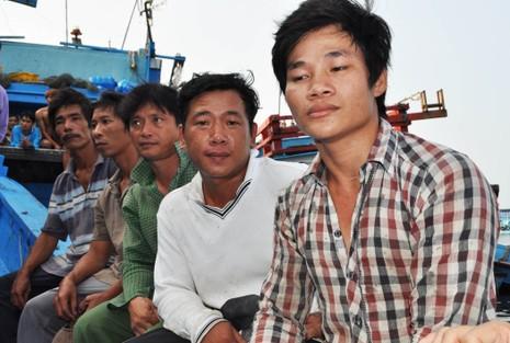 Nghi tàu nước ngoài cố tình tông chìm tàu cá Việt Nam ở Hoàng Sa - ảnh 2