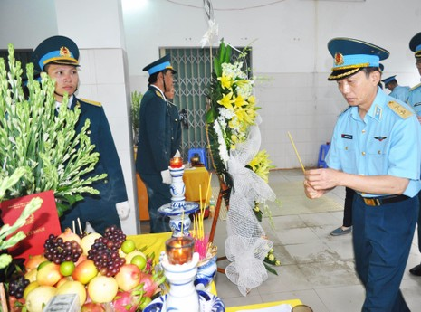 Vụ rơi máy bay ở Phú Yên: Truy phong thiếu úy cho học viên hy sinh - ảnh 4