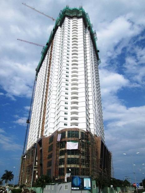DNTN Xây dựng số 1 tỉnh Điện Biên đã lén xây dựng công trình tổ hợp khách sạn- căn hộ cao cấp Mường Thanh Khánh Hòa  đến tầng thứ 42. Ảnh: TẤN LỘC