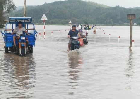 Lần đầu tiên, Phú Yên bị ngập lụt ngày giáp tết  - ảnh 2