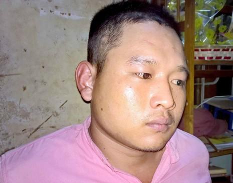 Cảnh sát 113 khống chế thanh niên ngáo đá đuổi chém mẹ - ảnh 1