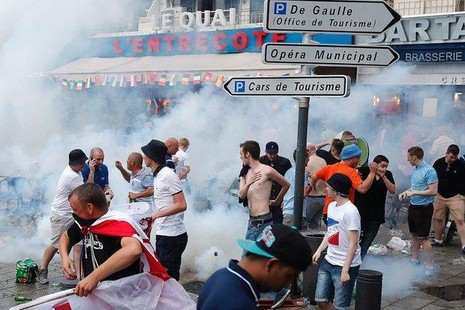 Pháp cấm bán bia rượu tại Marseille - ảnh 1