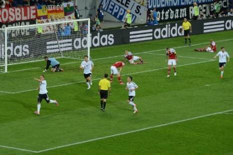 Lượt trận đầu Euro qua cách nhìn của Adrian Clarke - ảnh 7
