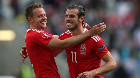 Wales 3-0 Nga: Bale bước vào… đền thiêng - ảnh 1