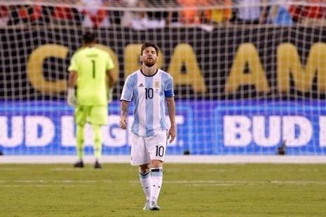 Messi bật khóc sau trận chung kết