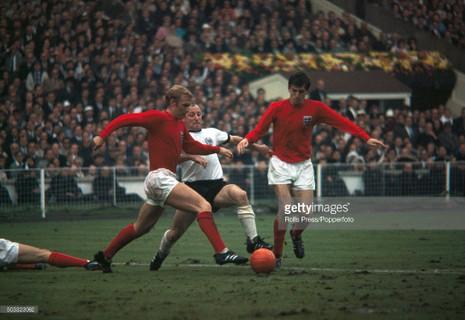 50 năm bàn thắng 'ma' của Geoff Hurst, người Đức vẫn cay cú - ảnh 2