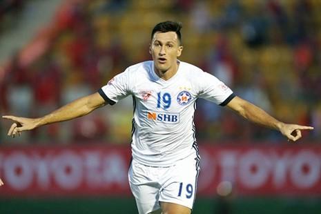 Merlo ghi bàn duy nhất, giúp SHB Đà Nẵng tạm thời lên ngôi nhất bảng.
