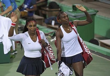 Chị em nhà Williams bị loại 'sốc' ngay vòng đầu tại Olympic - ảnh 1