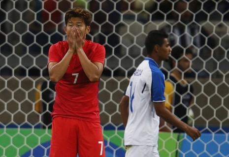 Không có đội bóng châu Á nào góp mặt tại bán kết - ảnh 1