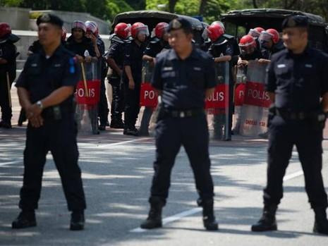 Mặc quần nhỏ nơi công cộng,9 người Úc bị bắt ở Malaysia - ảnh 4