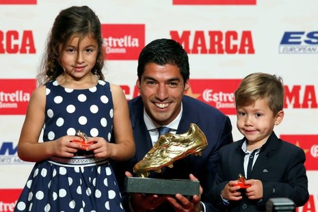Luis Suarez 'lượm' chiếc giày vàng châu Âu thứ hai - ảnh 1