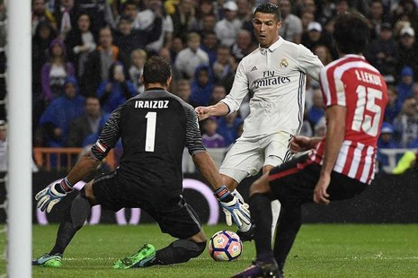 Đồng đội bảo vệ Ronaldo sau sự cố 'việt vị' - ảnh 1