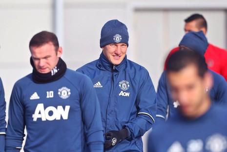 Mourinho cầu cứu 'kẻ thất sủng' Schweinsteiger ? - ảnh 2