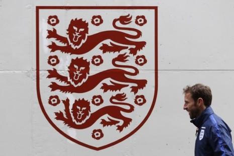 Họ nói gì về việc Southgate chính thức là HLV tuyển Anh - ảnh 1