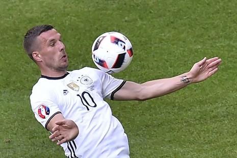 Sau Tevez đến… Podolski đầu quân câu lạc bộ Trung Quốc - ảnh 1
