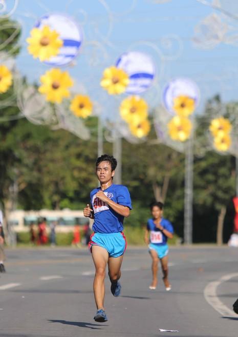 Hàng ngàn người tham gia giải chạy việt dã chào năm mới - ảnh 4