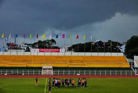 U-22, HLV Hữu Thắng và trời mưa - ảnh 9