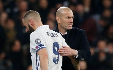 Champions League: Lấm lưng, trắng bụng - ảnh 2