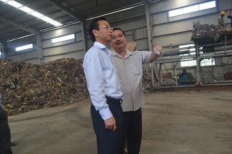 Bí thư Thành ủy Đà Nẵng xuống hiện trường kiểm tra bãi rác ô nhiễm - ảnh 2