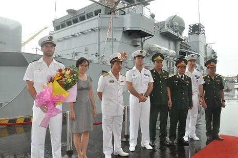Tuần dương hạm Hải quân Pháp cập cảng Tiên Sa - ảnh 1