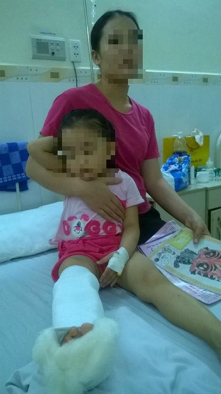 Xông vào nhà truy sát, bé gái 3 tuổi cũng không tha - ảnh 2