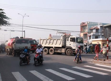 Thêm một vụ tai nạn ở 'điểm đen' giao thông - ảnh 1