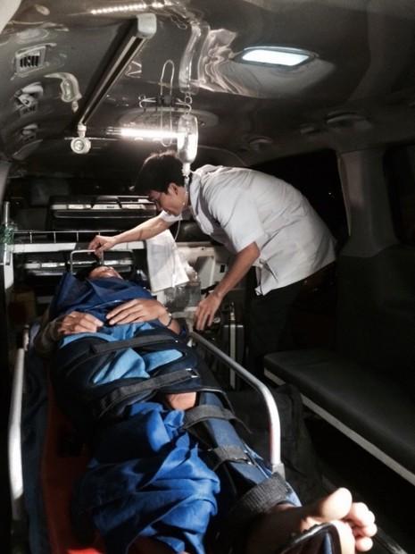 Cứu ngư dân bị tai nạn lao động trên biển - ảnh 1