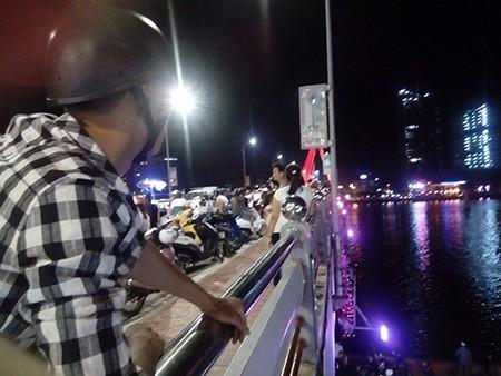 Tàu du lịch chìm trên sông Hàn: Sáng nay, ngư dân sẽ tìm 3 người mất tích - ảnh 22