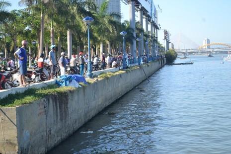 Đặc công nước lặn tìm các nạn nhân vụ chìm tàu trên sông Hàn - ảnh 10