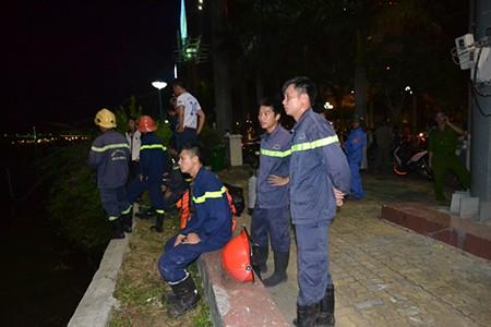 Tàu du lịch chìm trên sông Hàn: Sáng nay, ngư dân sẽ tìm 3 người mất tích - ảnh 3