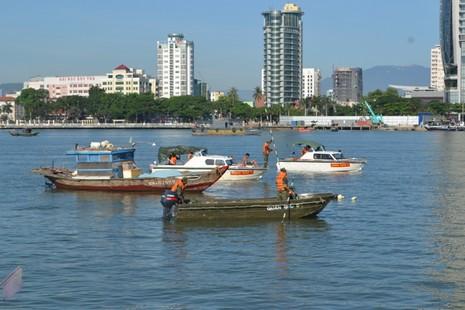 Đặc công nước lặn tìm các nạn nhân vụ chìm tàu trên sông Hàn - ảnh 5