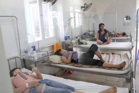 Du khách nhập viện nghi do ngộ độc thực phẩm.