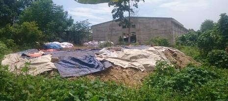 Khoảng 10 tấn chất thải được tập kết ở khuôn viên công ty Ánh Dương.