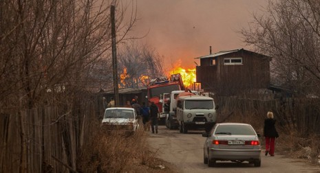 Cháy lớn ở Nga, 1000 ngôi nhà bị thiêu rụi - ảnh 1