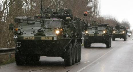 Lính dù Mỹ đến Ukraine giữ lúc căng thẳng leo thang - ảnh 1