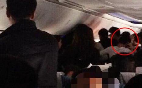Bốn khách nữ Trung Quốc túm tóc nhau trên máy bay - ảnh 1
