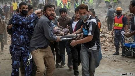 Ác mộng động đất Nepal: Hơn 1.800 người đã thiệt mạng  - ảnh 1