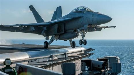 Máy bay quân sự Mỹ rơi tại Vịnh Ba Tư - ảnh 1