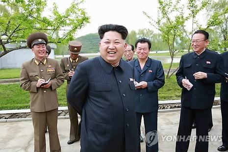 Kim Jong-un đi thị sát, vắng mặt Bộ trưởng Quốc phòng - ảnh 1