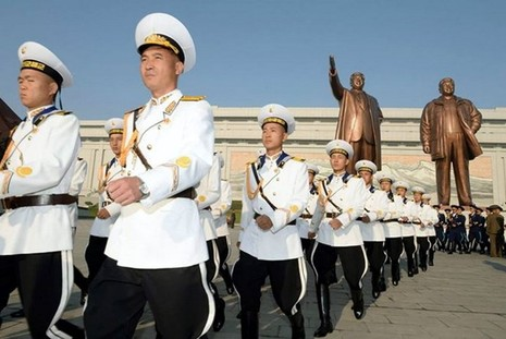 Triều Tiên rầm rộ chuẩn bị diễu binh - ảnh 1