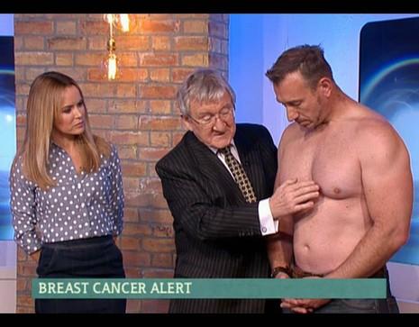 Lột trần kiểm tra ung thư vú khi truyền hình trực tiếp - ảnh 1