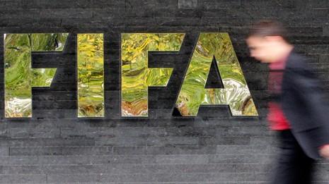 Nóng: Hàng loạt quan chức FIFA bị bắt vì tội tham nhũng - ảnh 1