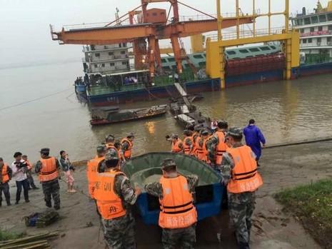 Thảm họa chìm phà Trung Quốc, gần 500 người gặp nạn - ảnh 1