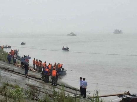 Thảm họa chìm phà Trung Quốc, gần 500 người gặp nạn - ảnh 2